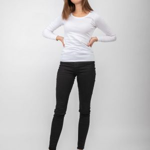 Model wearing black denim jeans and a white top.