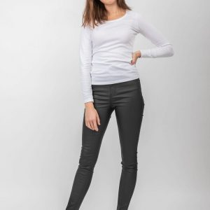 Model wearing dark denim jeans and a white top.