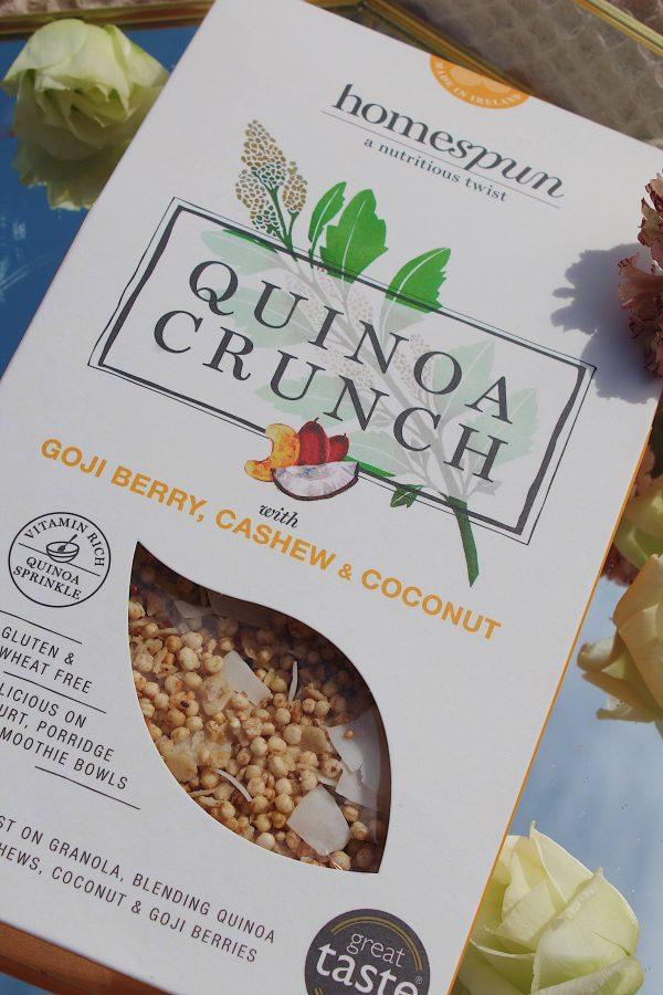 Box of quinoa crunch flavoured with Goji Berry, cashew and coconut.