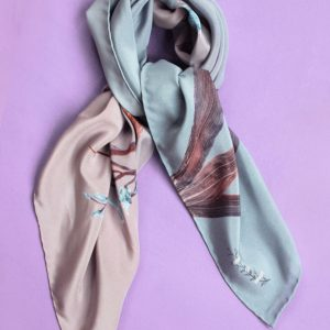 Pastel necktie with orchid pattern and made of silk.